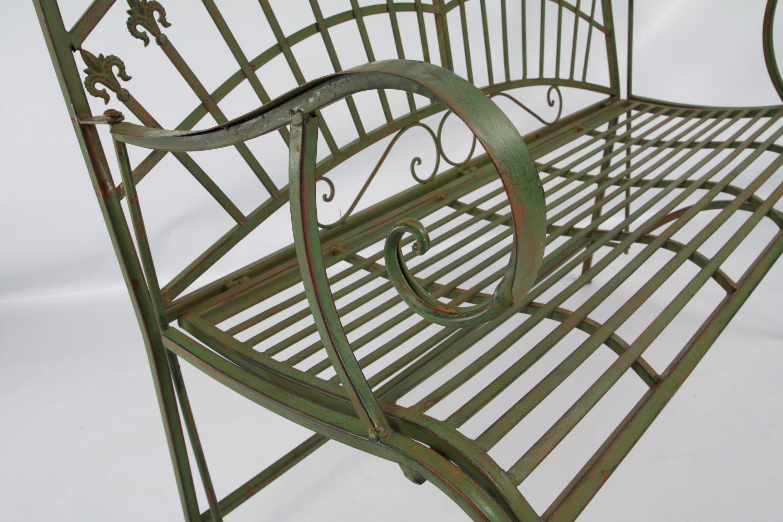 Detaljbild på smidessoffa i antikgrönt från By Boysen.
