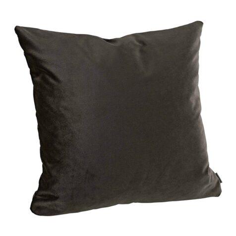 Rosita kuddfodral i en mörkt brun färg.