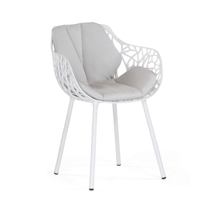 Bild på Forest stol i färgen pearl med dyna.