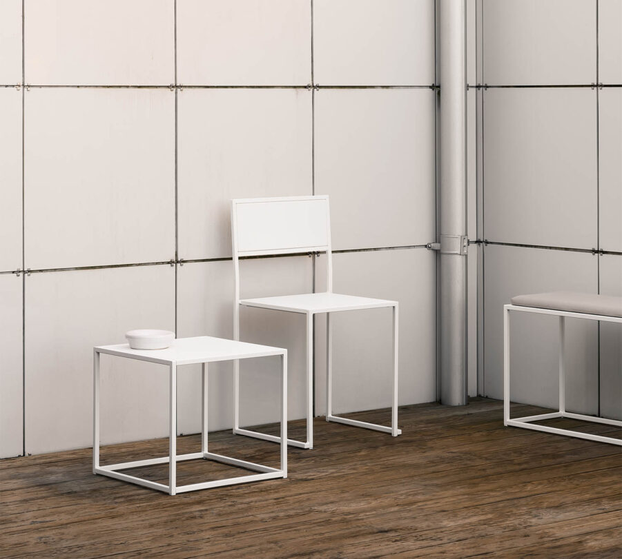 Design Of Square litet soffbord i vitt.