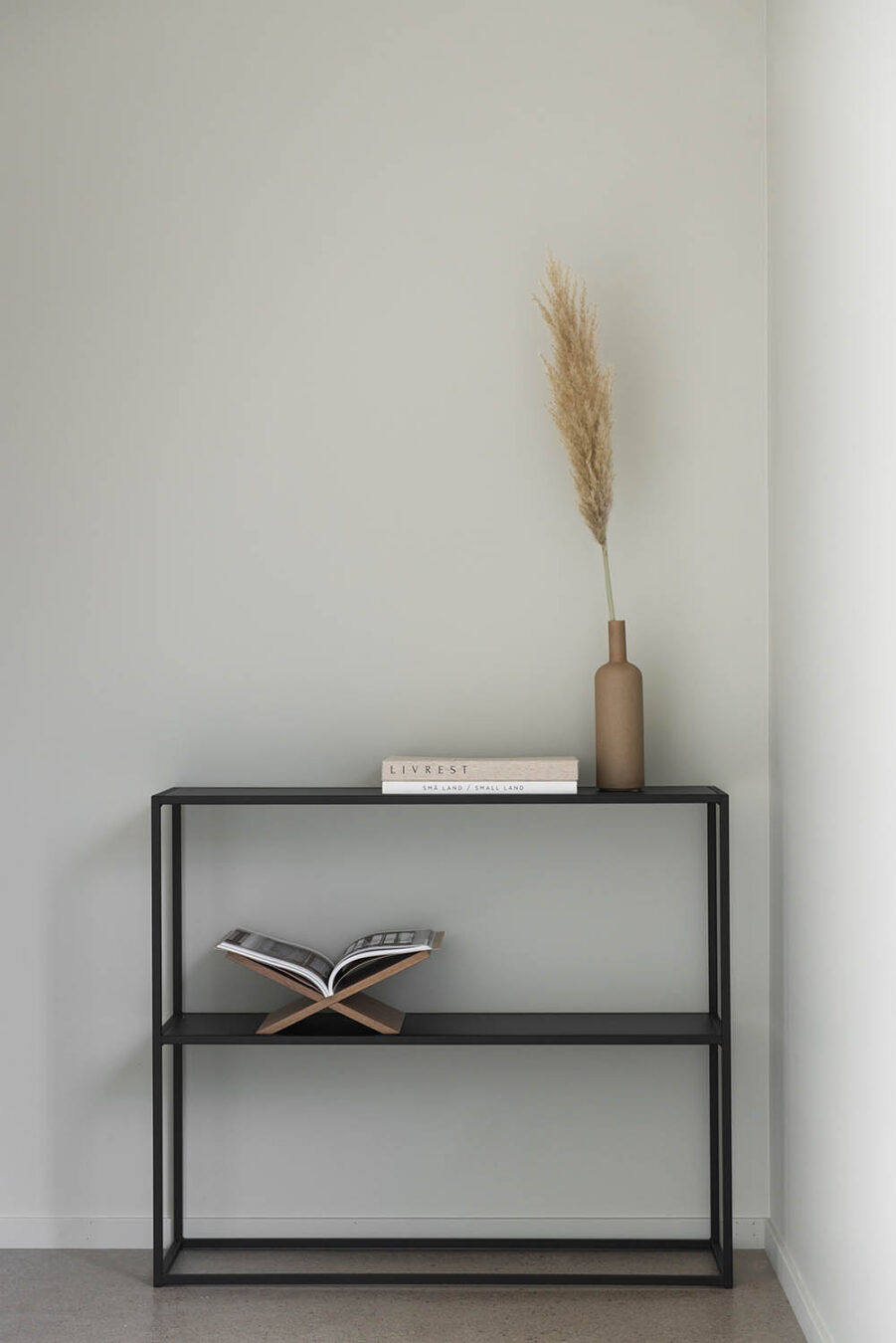 Design of sideboard i svart.