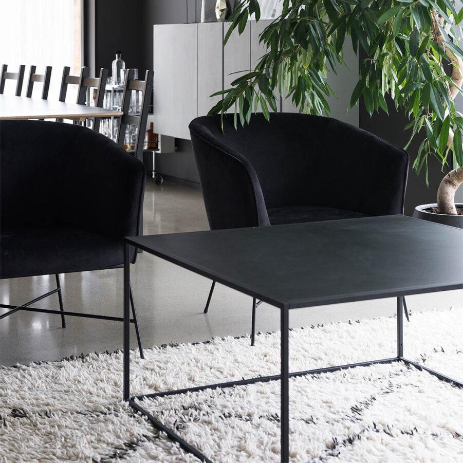 Miljöbild Design of Square L i svart.