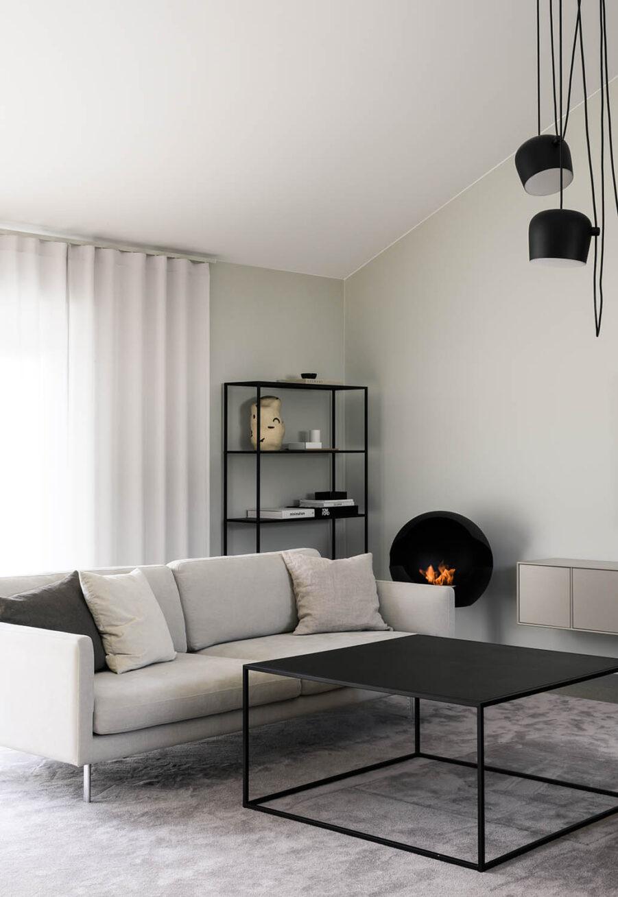 Miljöbild på Design of Square i svart i inomhusmiljö.