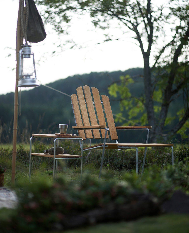 A3 solstol med tillhörande fotpall och L45 sidobord från Grythyttan Stålmöbler i oljad ek.