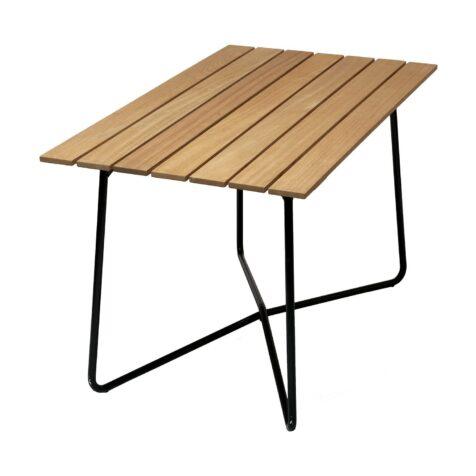 B25A bord i oljad ek med mörkgrönt stativ från Grythyttan Stålmöbler.
