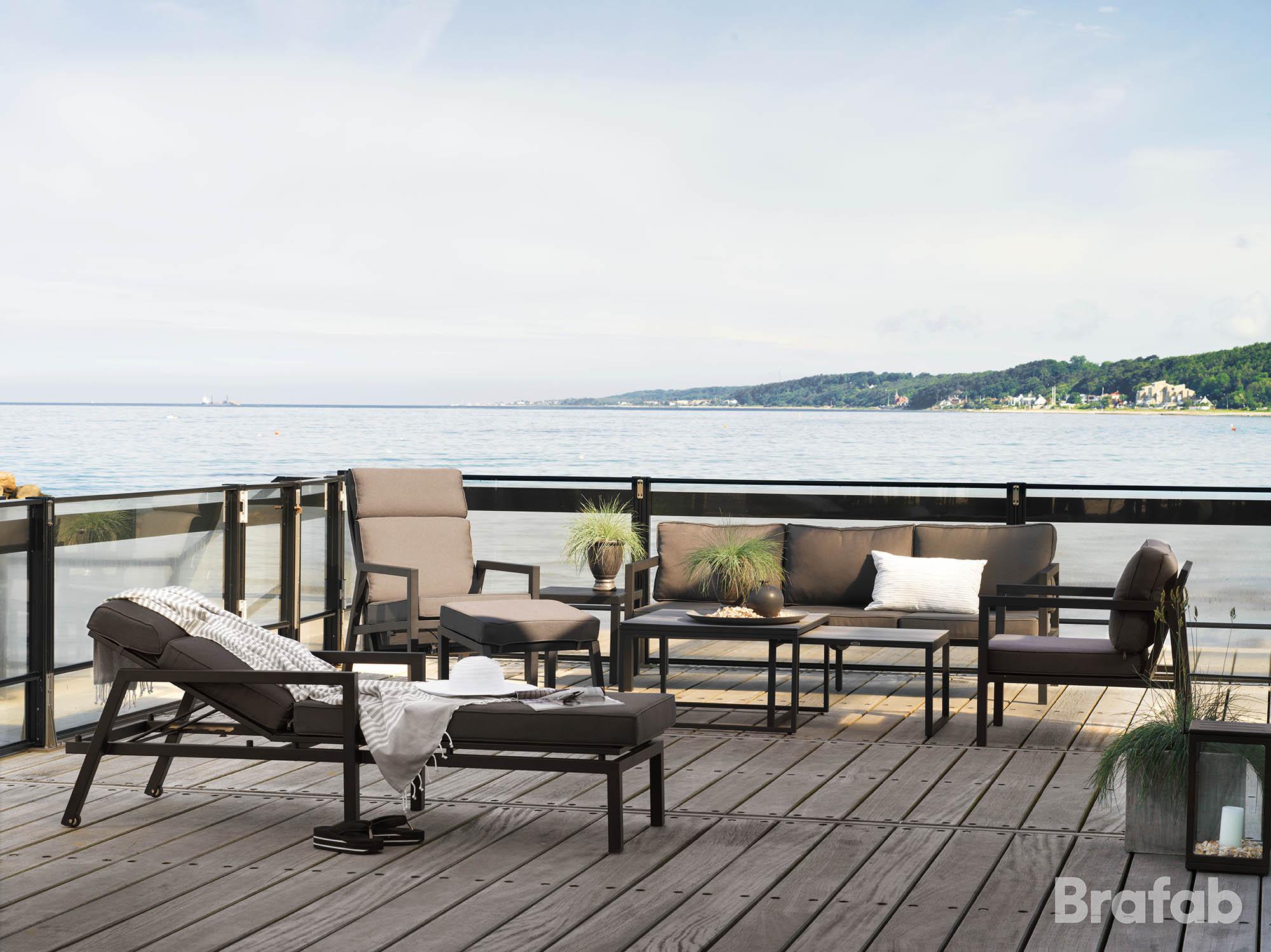Miljöbild på Belfort loungeserie i svart från Brafab.
