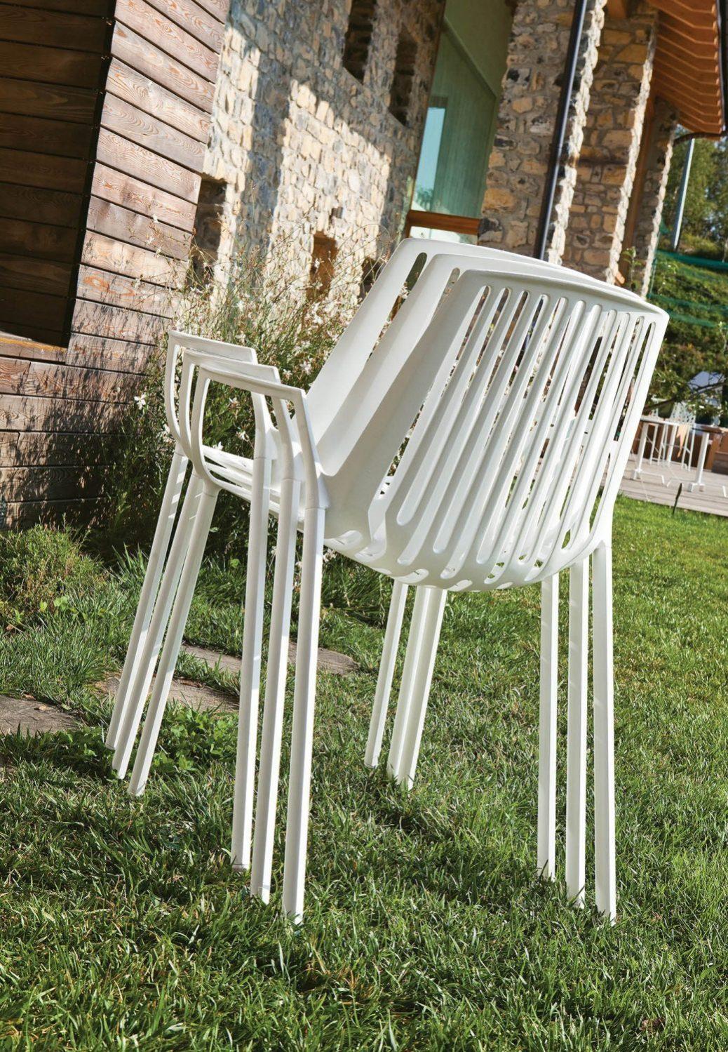 Rion-stolarna från Fast Design är stapelbara.