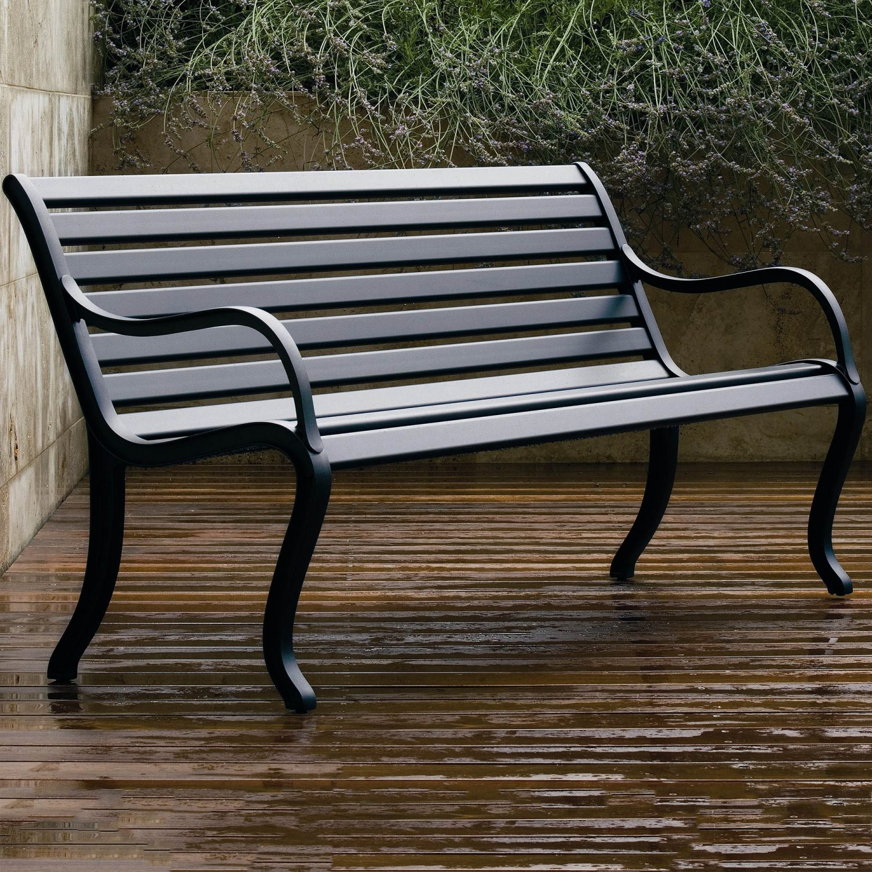 Oasi soffa/bänk från Fast Design i gjuten aluminium.