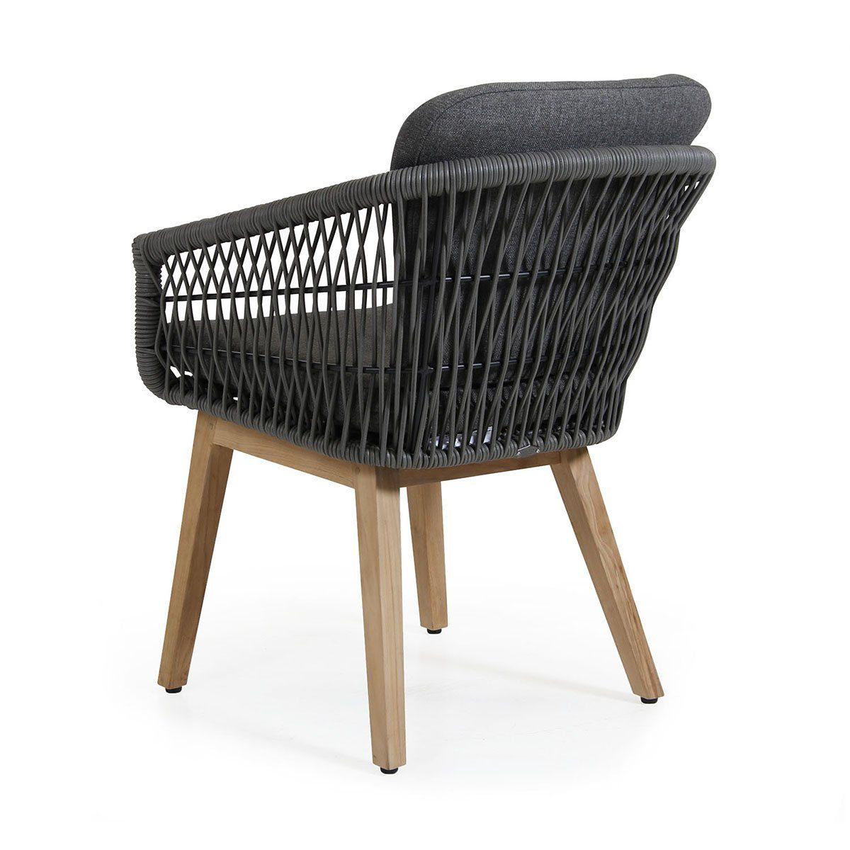Kenton karmstol i teak och grå konstrotting från Brafab.