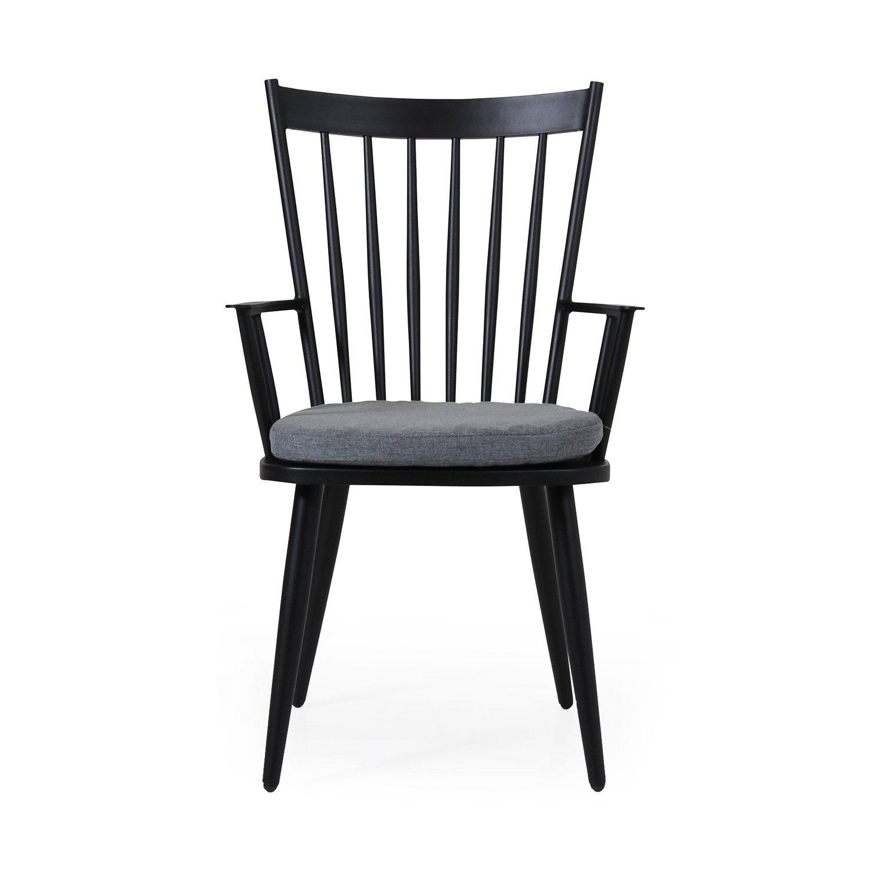 Alvena karmstol i matt svartlackad aluminium för utomhusbruk från Brafab.