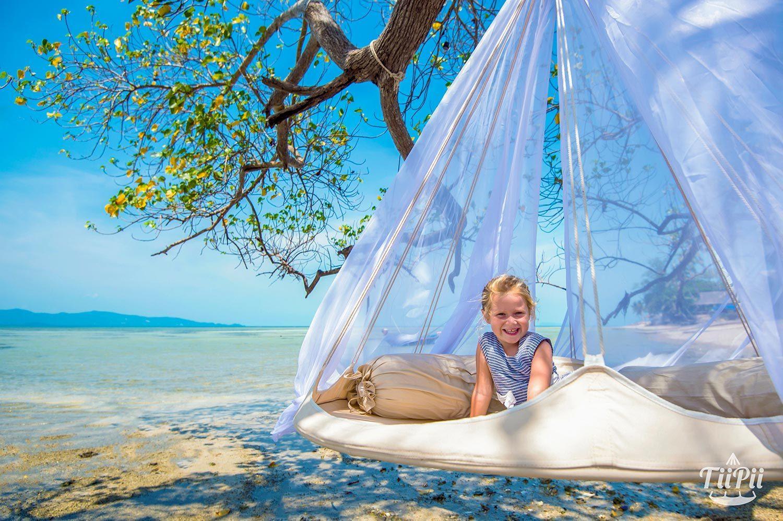 TiiPii hänggunga på stranden.