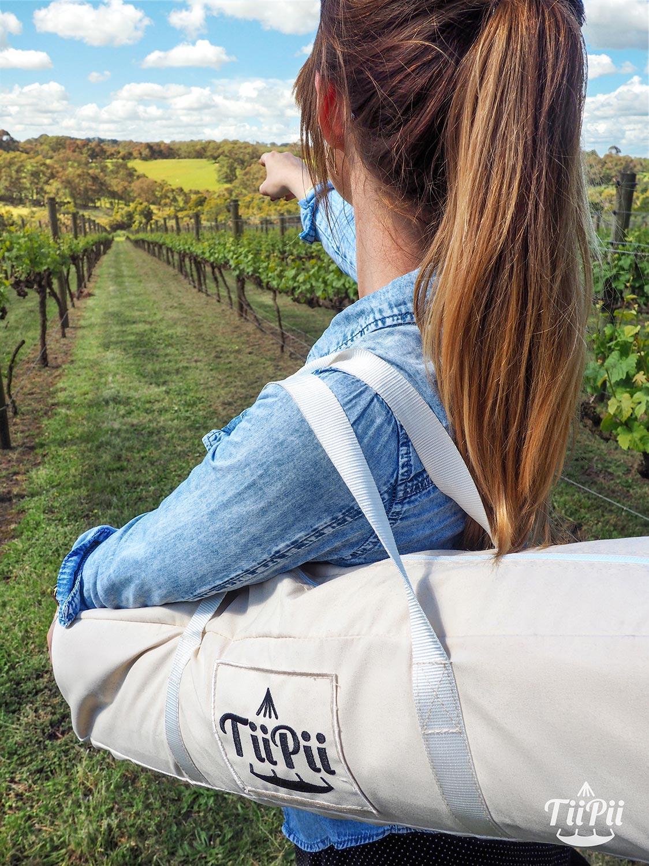 TiiPii hänggunga med tillhörande väska i naturen.