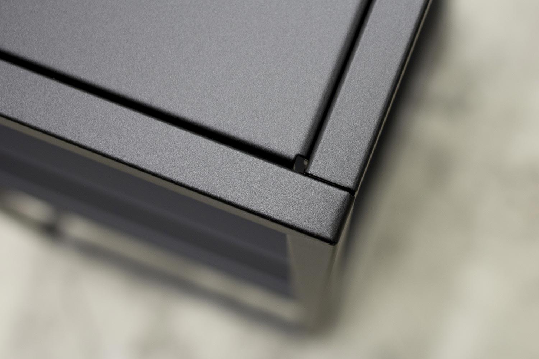 Detaljbild på ett bord i Domo Outdoor serien.