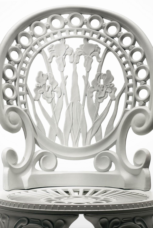 Närbild på ryggen av en Narcisi stol.