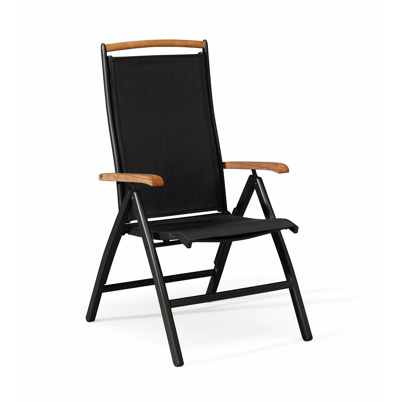 Nydala positionsstol i svart med teakarmstöd.
