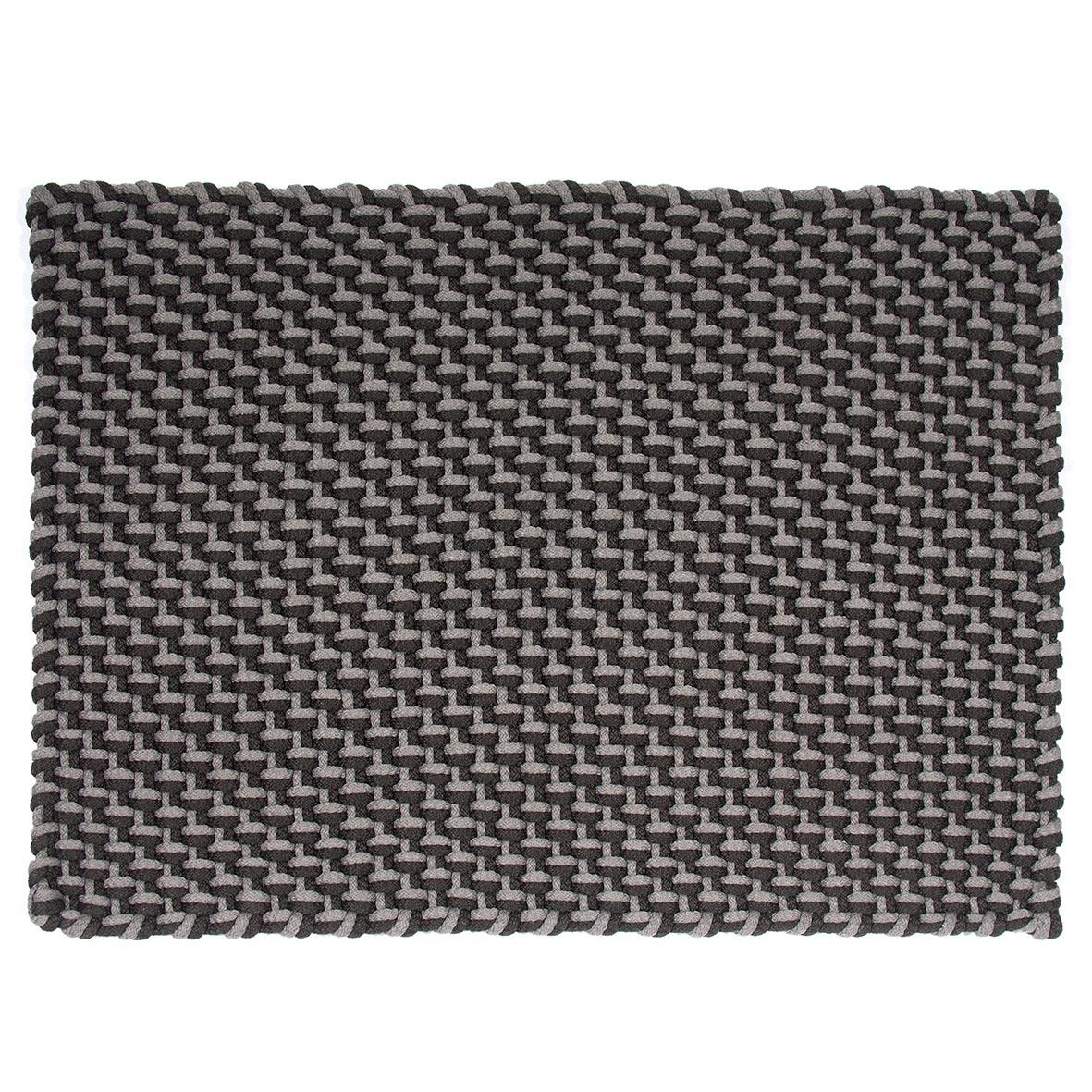 Pool utomhusmatta från PADConcept i grått och svart.