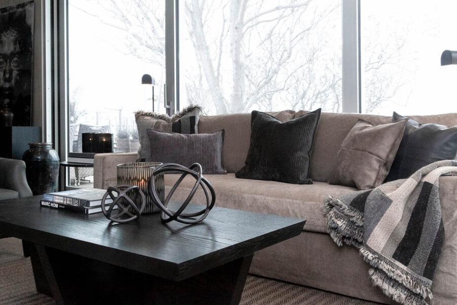 Miljöbild Guilford soffa, Trent soffbord, Carlo dekoration från artwood