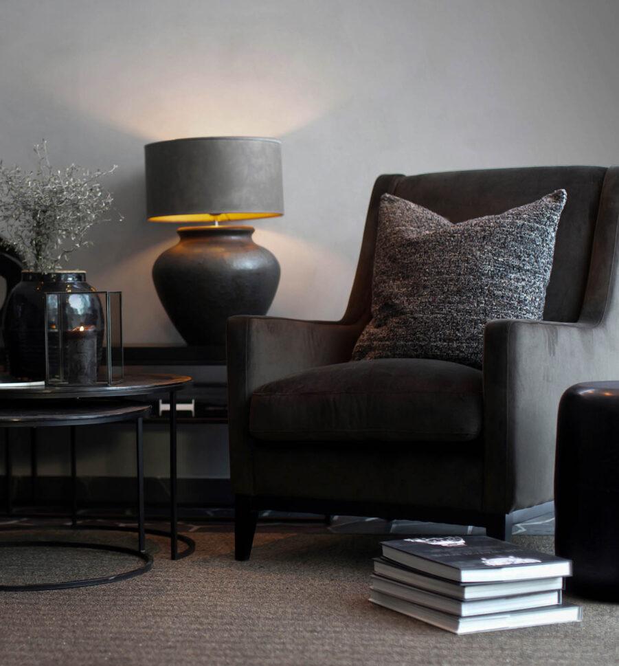 Miljöbild Dorset fåtölj, Modena bordslampa från artwood
