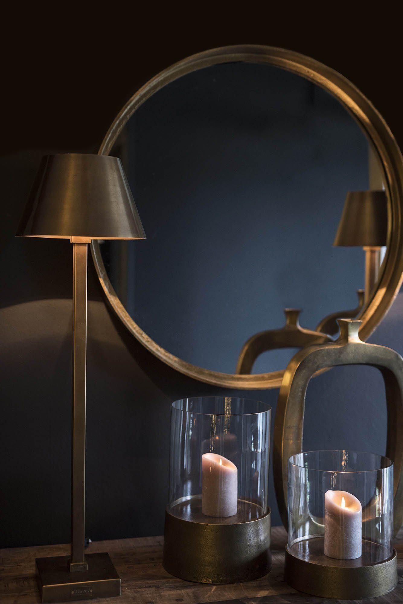 Miljöbild på Dino spegel, samt Graz, Celano och Enso dekorationer.
