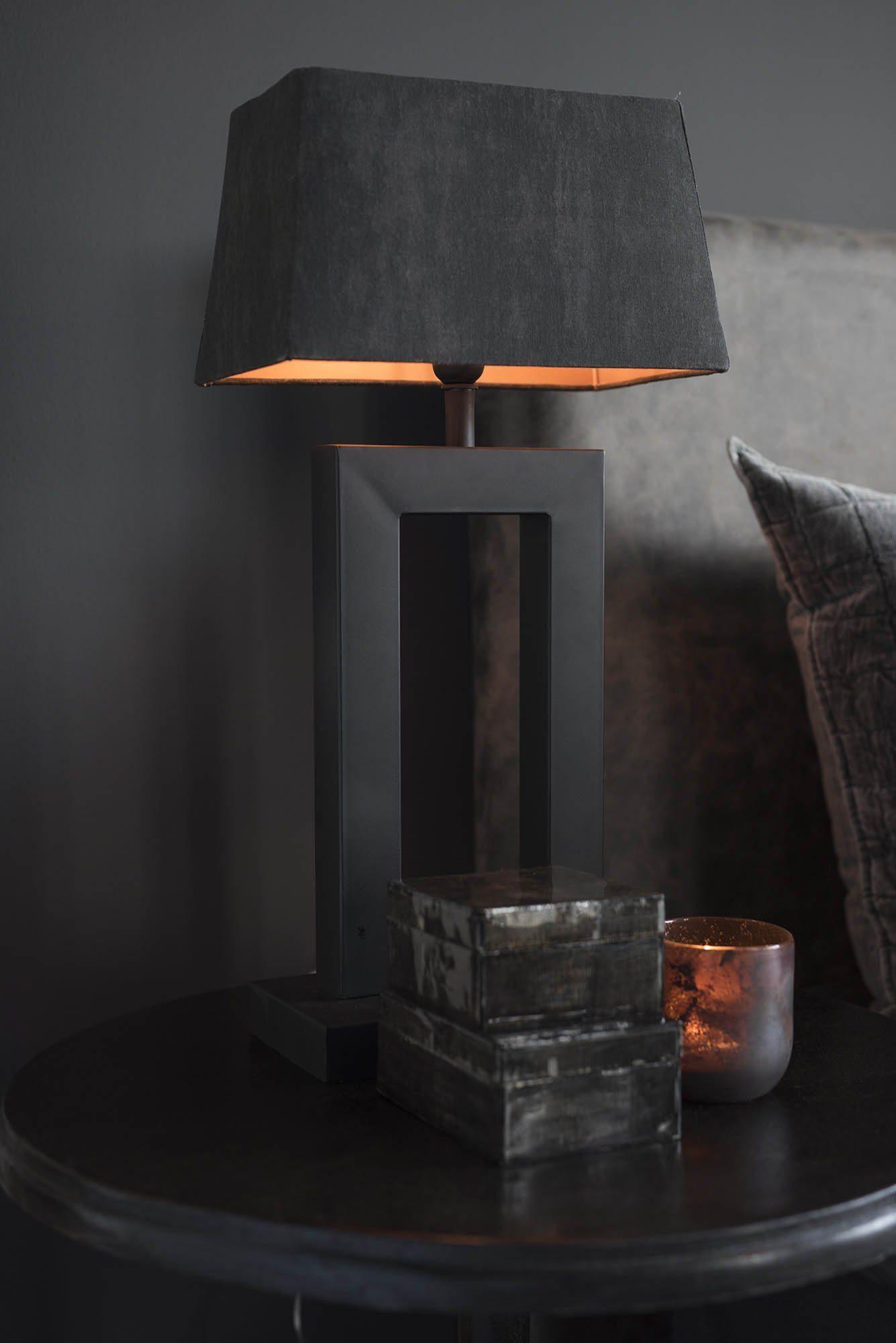 Miljöbild av Arezzo bordslampa med rektangulär lampskärm från Artwood.