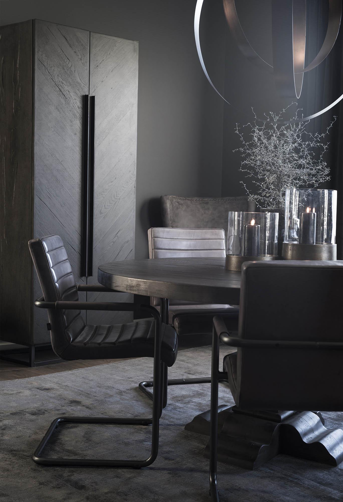 Miljöbild på Paris runt matbord med Sabina stolar från Artwood.