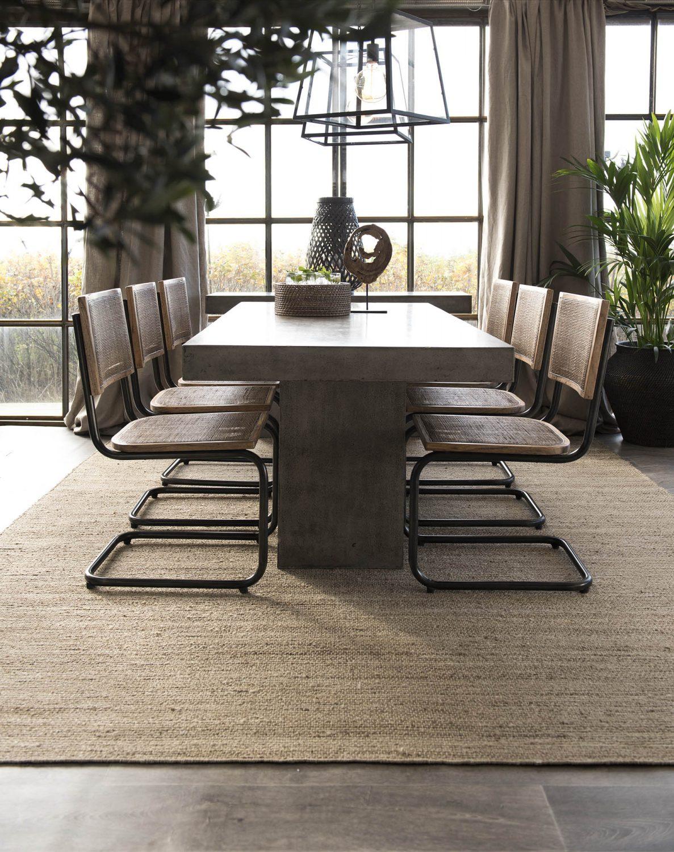 Emile matstol tillsammans med Campos matbord i betong från varumärket Artwood.
