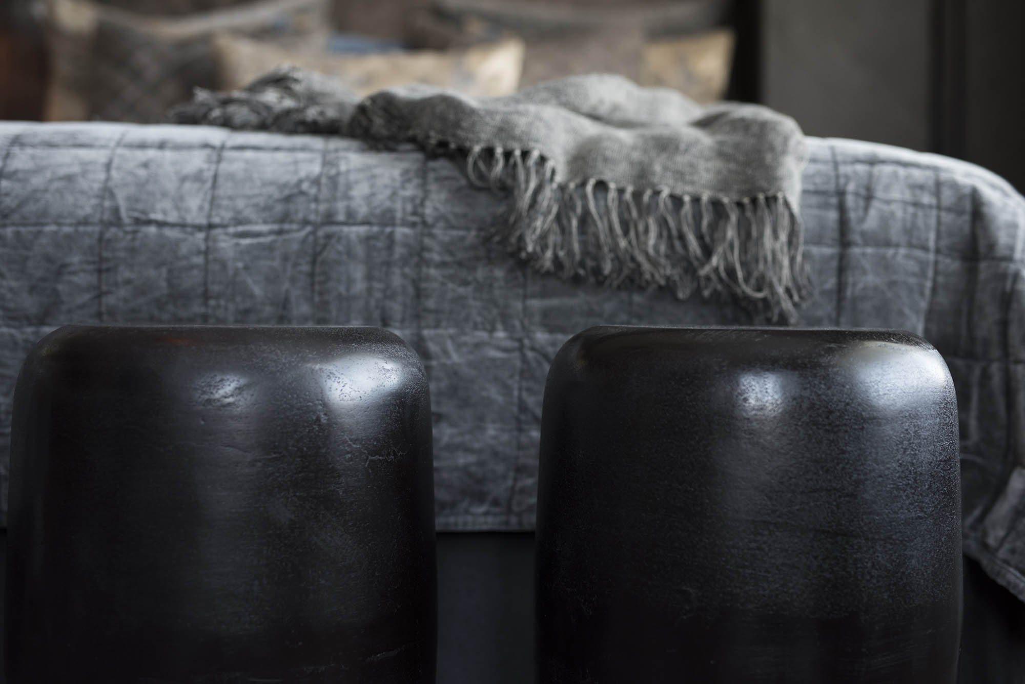 Miljöbild på Lorenzo pallar i aluminium från Artwood.