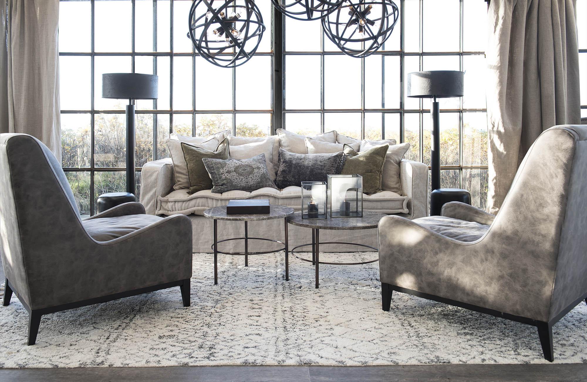 Greenwich soffa från Artwood tillsammans med Fredo soffbord och Harmony fåtöljer i grey suede.