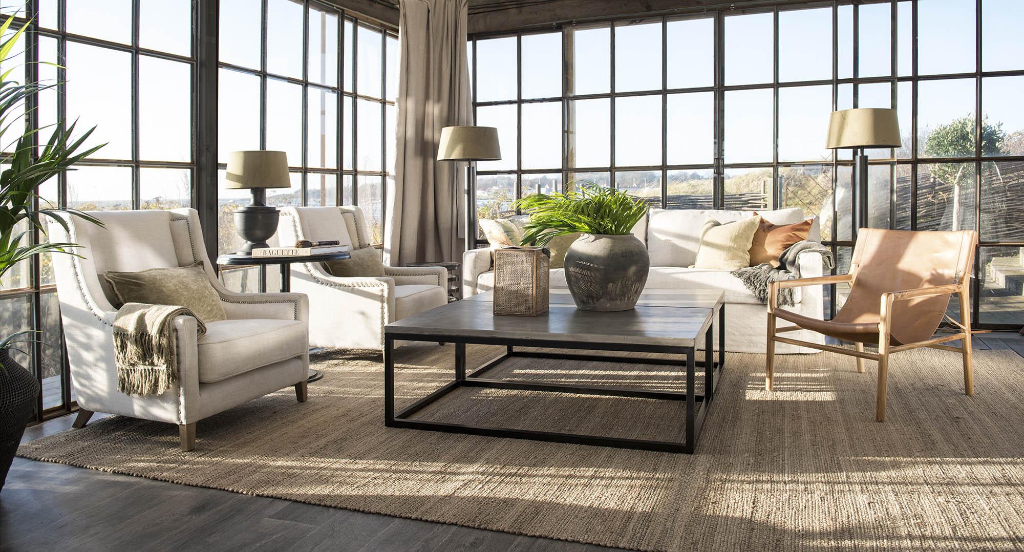 Miljöbild på Yoshi soffbord och Guilford soffa.