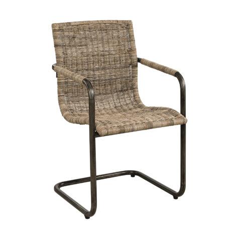 Zola karmstol med järnstomme och sits i rotting från Artwood.
