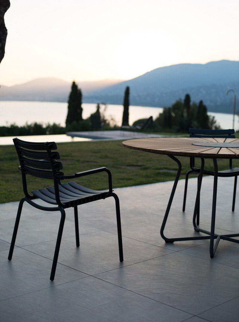 Circle bord med Clips karmstol från Houe.