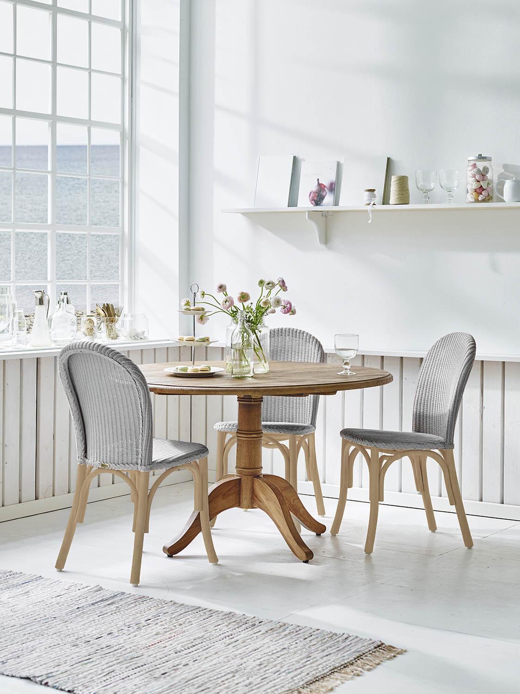 Miljöbild på Ofelia stol med Michel matbord i teak.