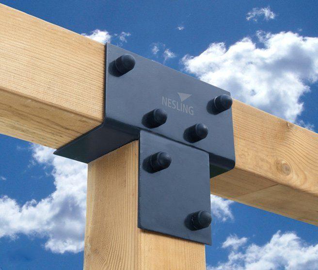 Förlängningsbeslag för att sätta ihop två långsidor på en paviljong.