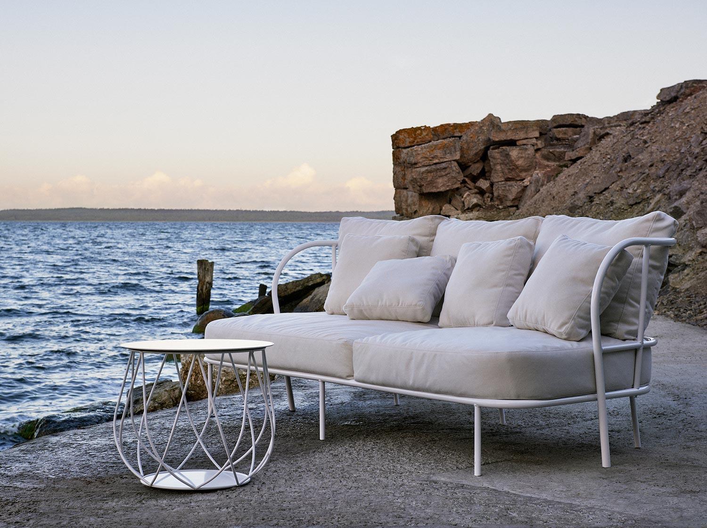 Saltö soffan i vit aluminium från svenska Skargaarden.
