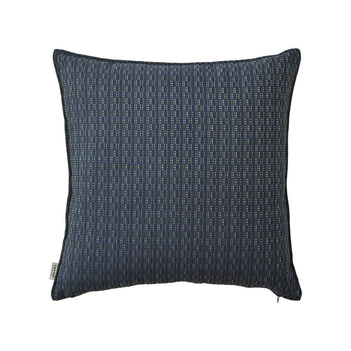 Stripe multi blue kuddfodral från Cane-line i storleken 50x50 cm.