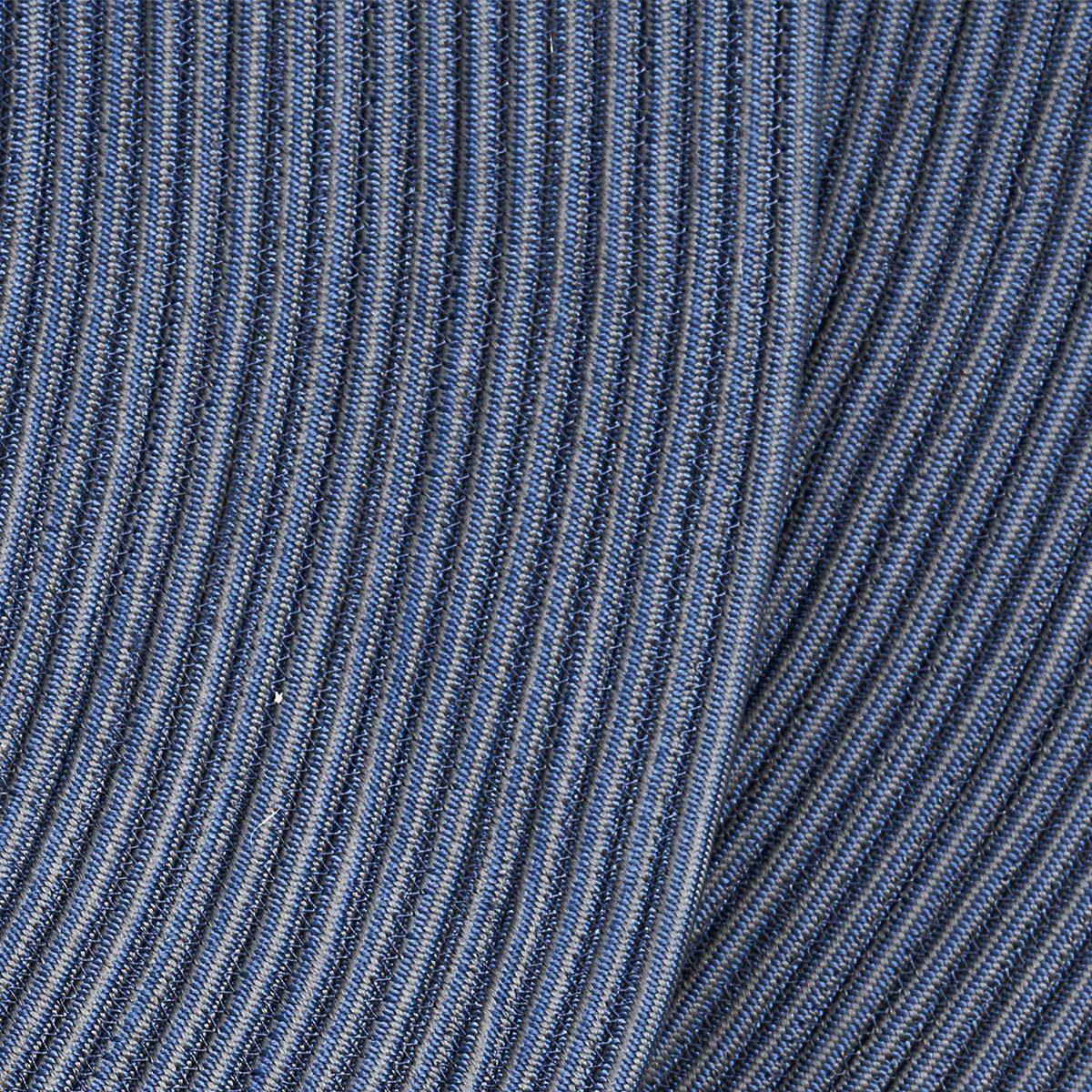 Detaljbild av Infinity matta rund i blått.