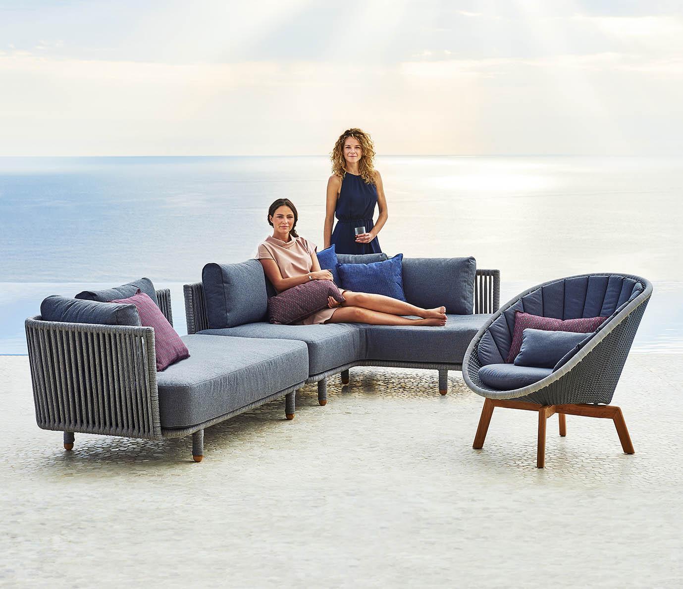 Moments soffa och Peacock fåtölj från Cane-Line.