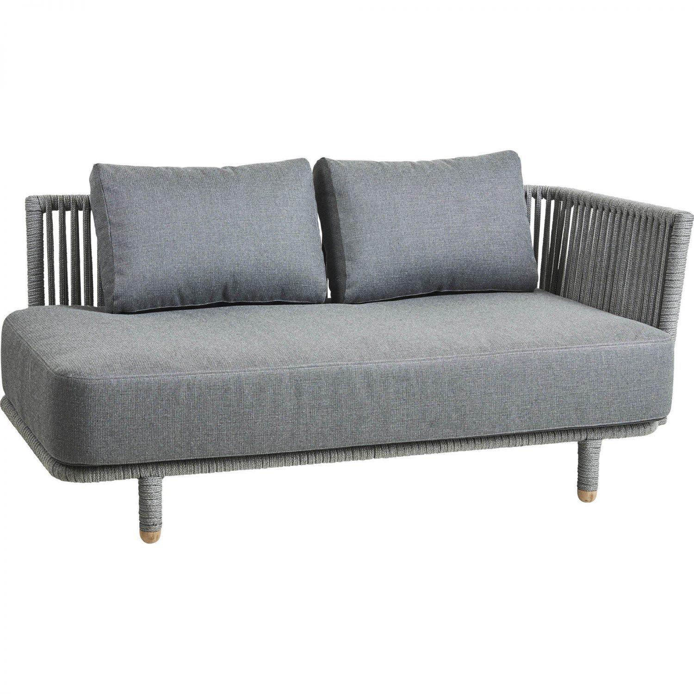 Moments 2-sits soffa i grå Cane-Line rope och dynor.