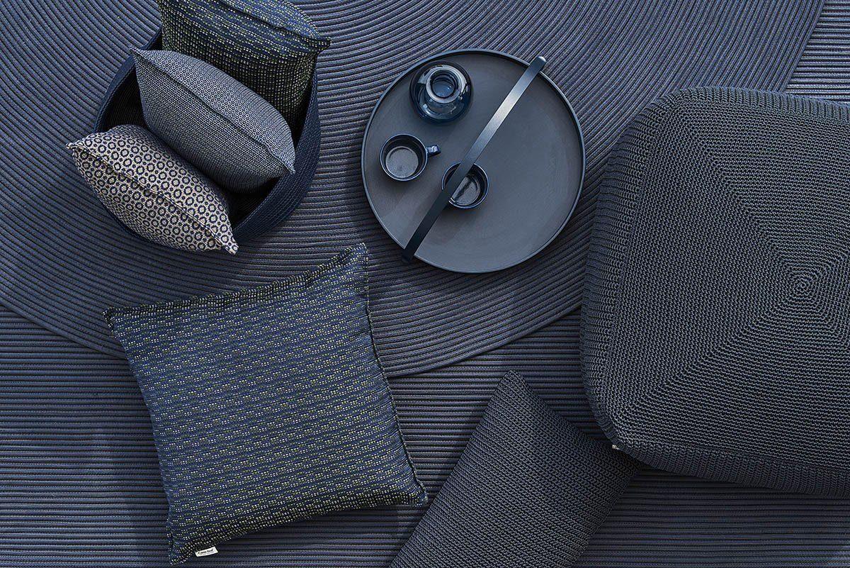 Bild av mörkblå accessoarer från cane-Line.