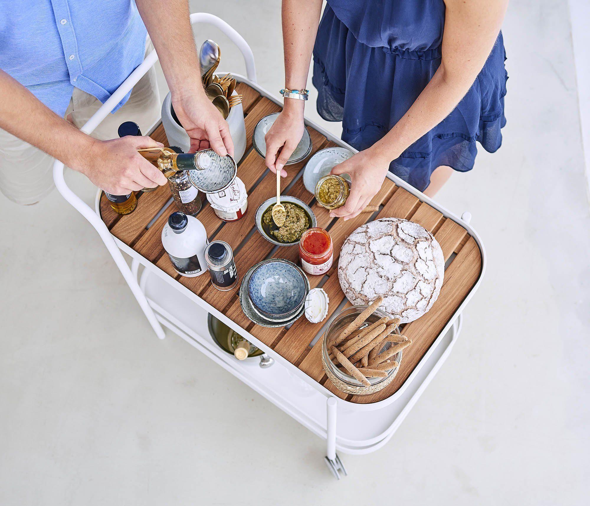 Miljöbild av Roll serveringsvagn i vitt och teak.