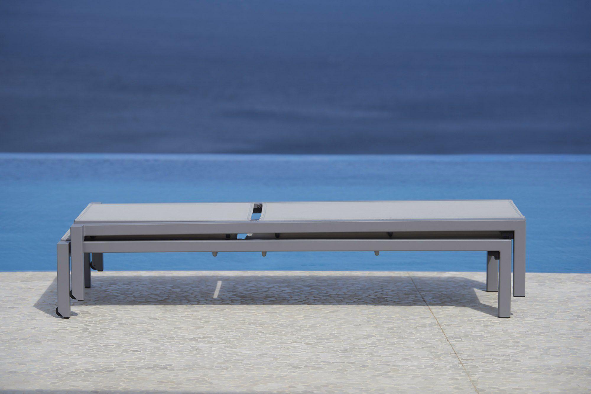Relax solsäng i aluminium är stapelbar.