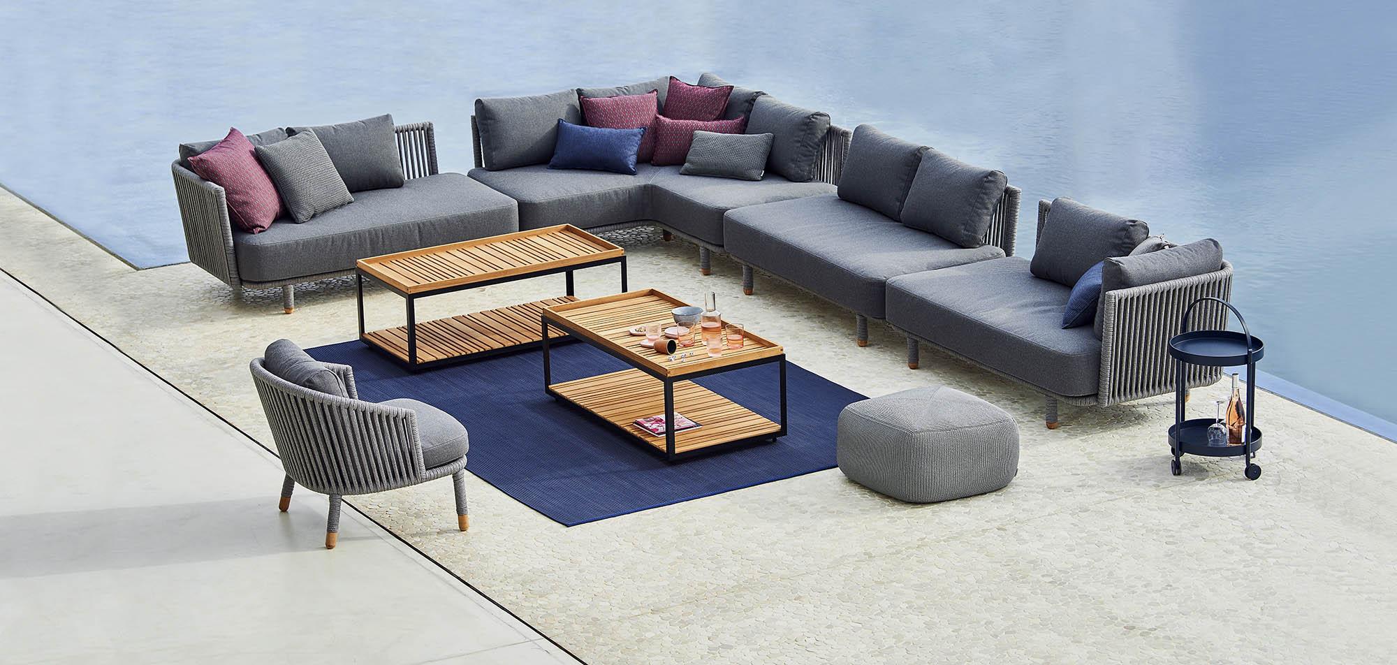 Miljöbild av Moments soffa med Levels soffbord.