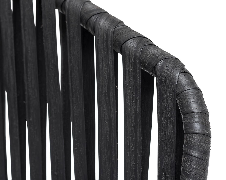 Detaljbild på Jet Set matstol i svart konstrotting.