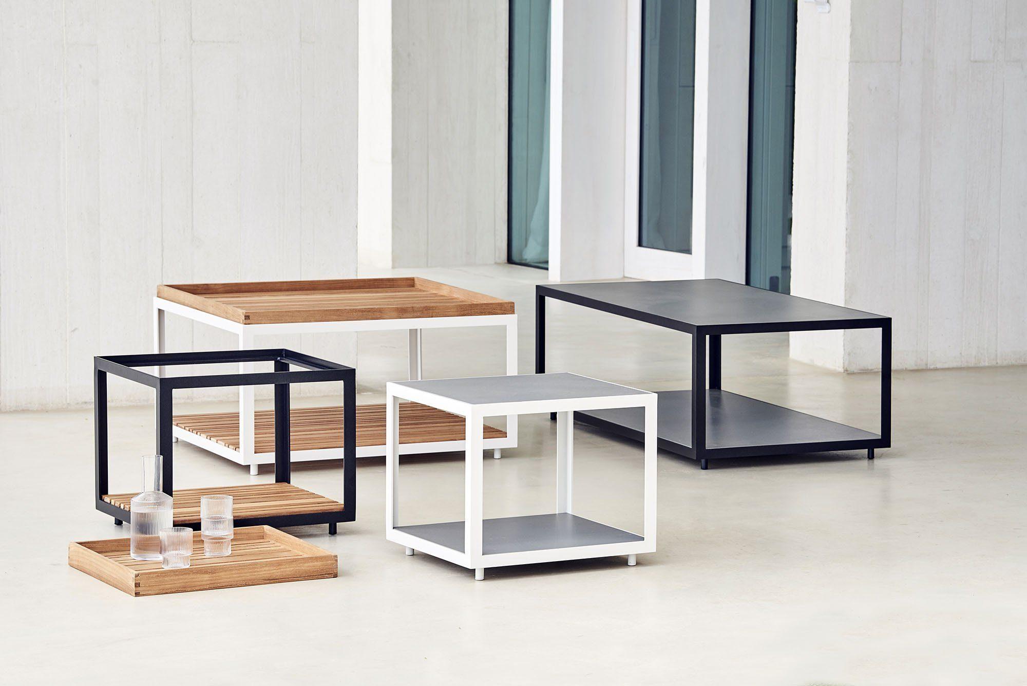 Level soffbord från Cane-Line i aluminium, teak och keramik.