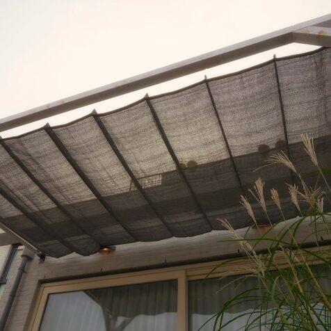 Pergolux tak i grått från Nesling.