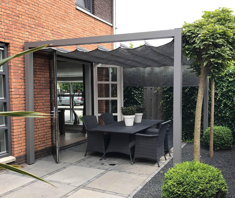 Pergolux tak och vägg i grå textileneväv från Nesling.