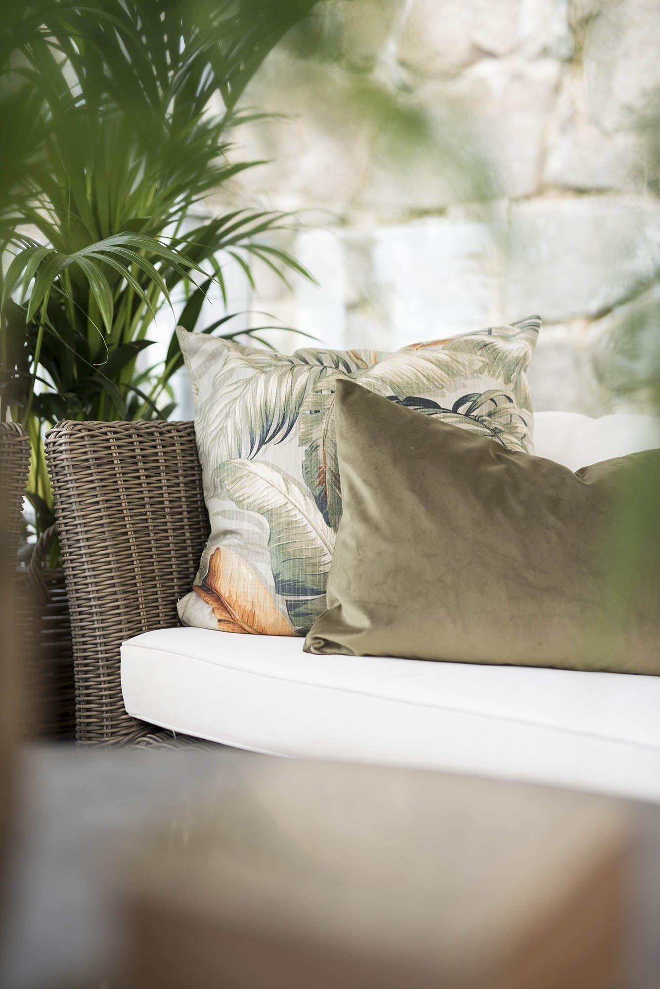 Rosita oliv kuddfodral och Palmiers nutmeg från Artwood