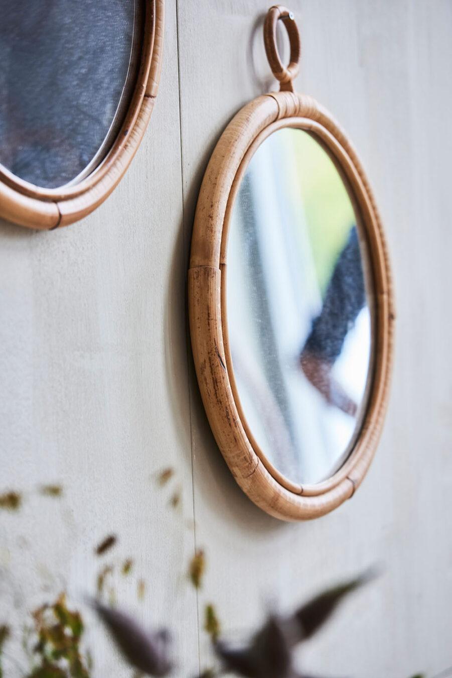Miljöbild på Ella speglar från Sika-Design.