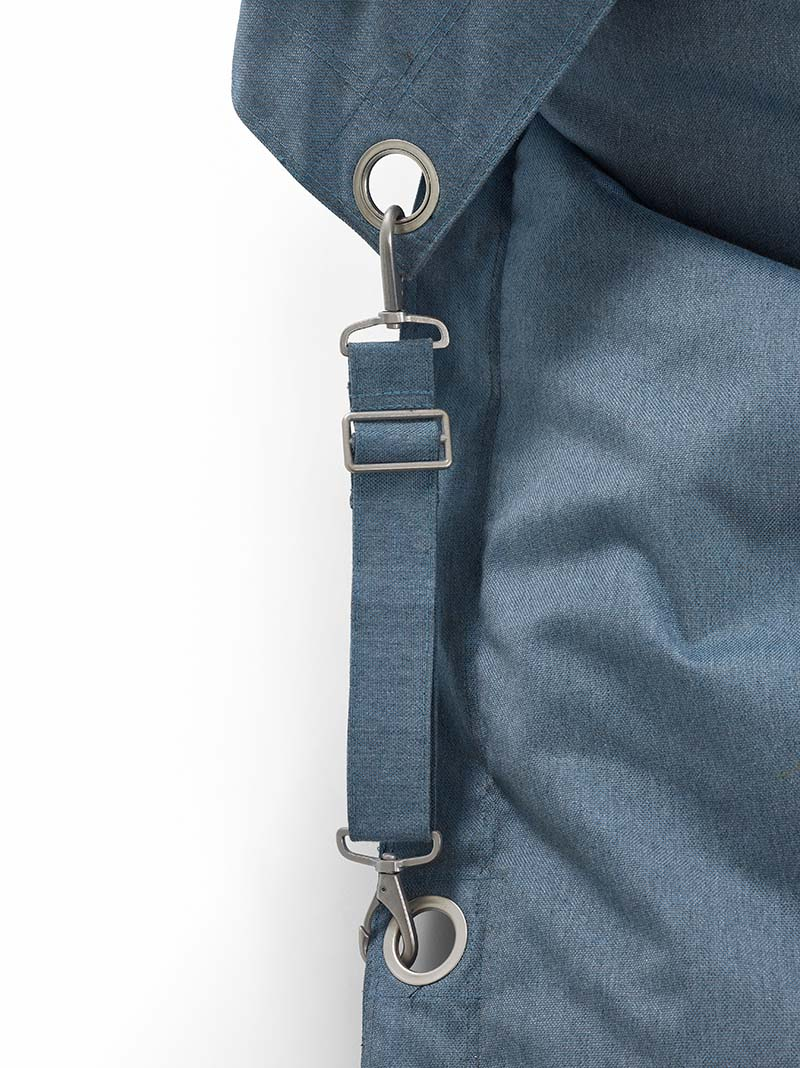 En närbild på Fatboys Buggle up outdoor i färgen steel blue.