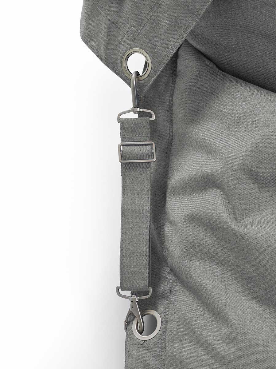 En närbild på Fatboys Buggle up outdoor i färgen grey.